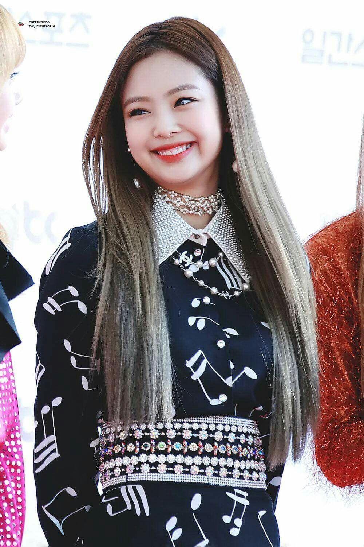 Jennie Kim Black Pink kiểu tóc đẹp 4
