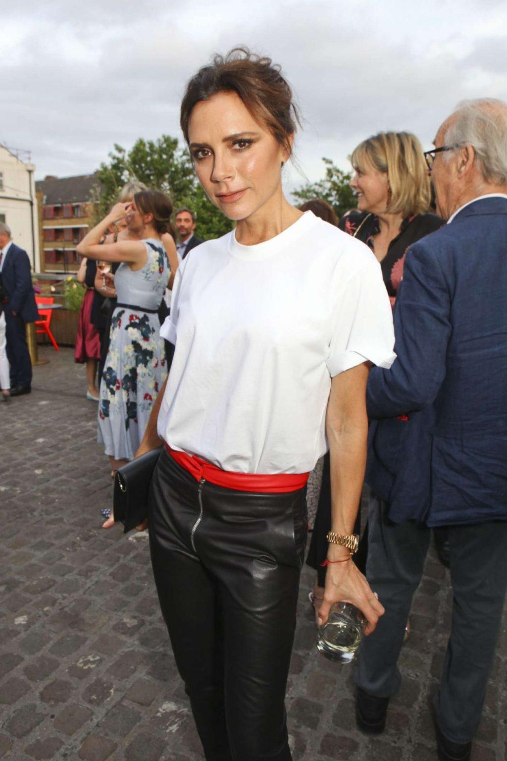 áo T-Shirt trắng Victoria Beckham 3