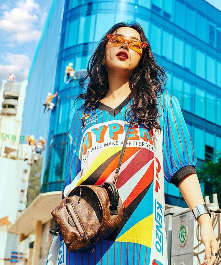 Fashionista Châu Bùi cá tính trong chiếc áo tay phồng sắc màu