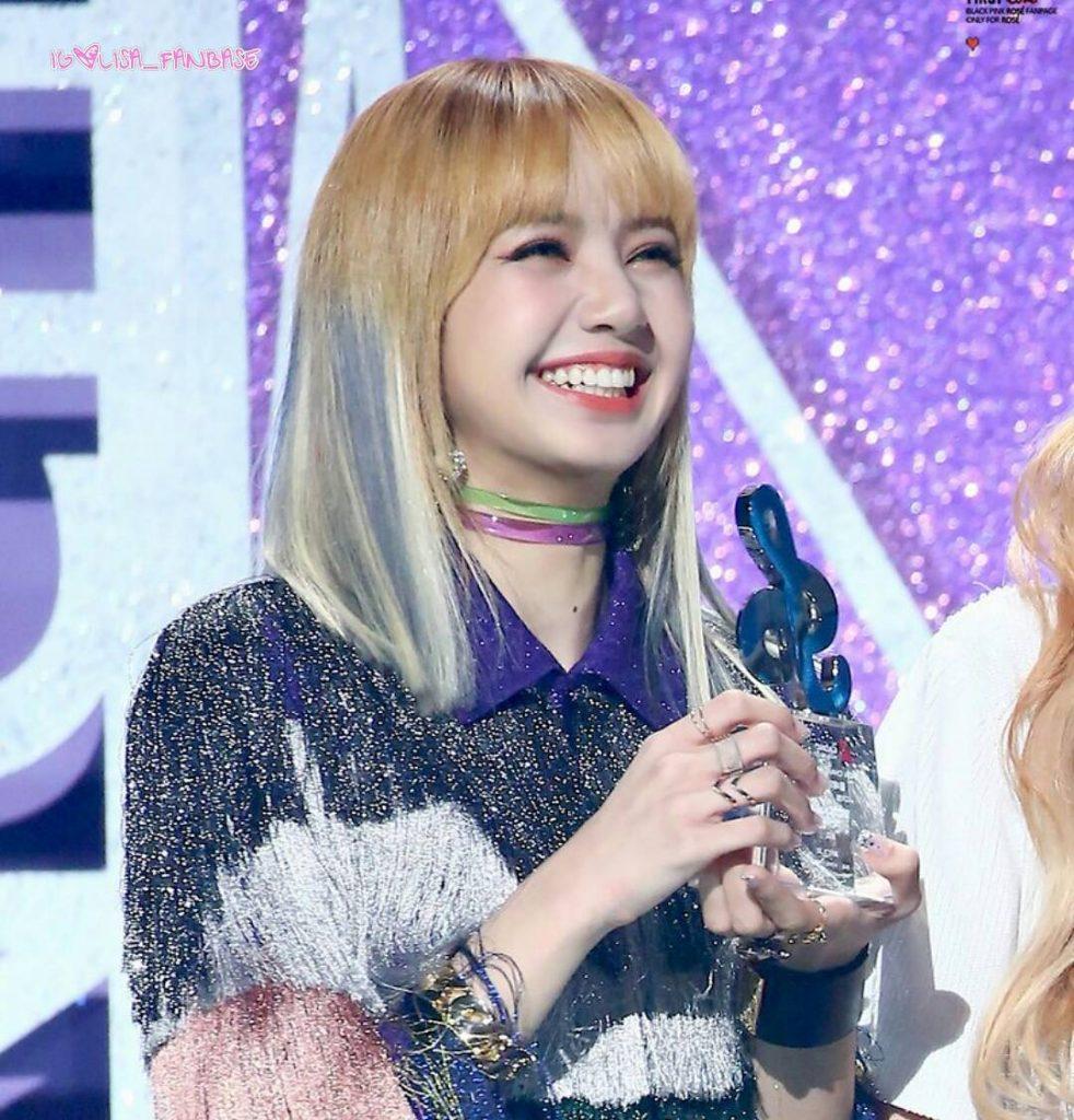Lisa màu tóc_Koreaboo2
