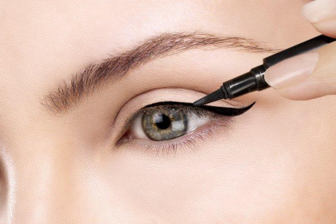 cách trang điểm eyeliner