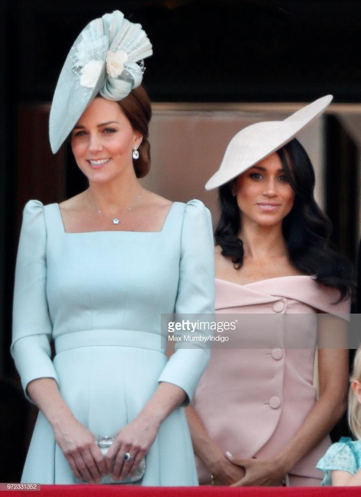 so sánh mũ hoàng gia 2