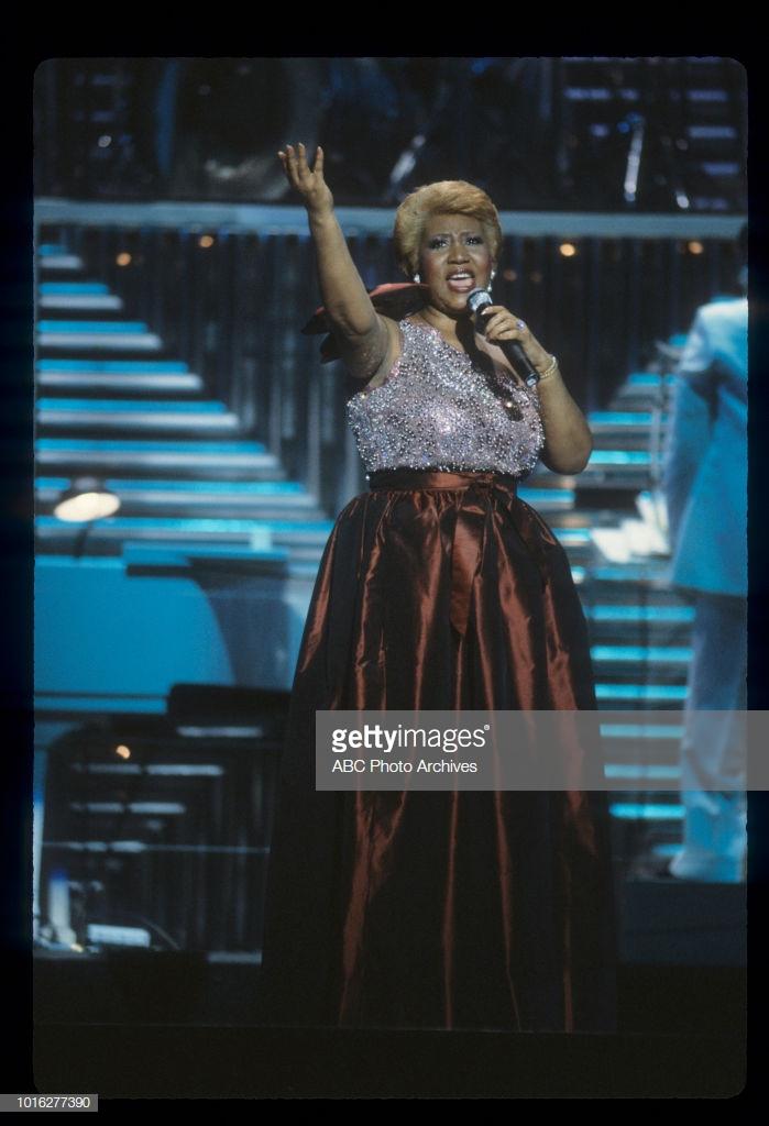 thời trang nữ quyền Aretha Franklin 1983