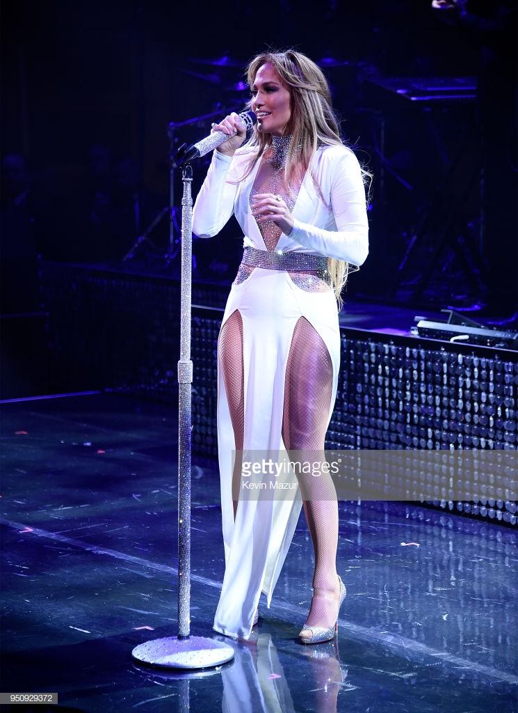 trang phục biểu diễn của Jennifer Lopez 12