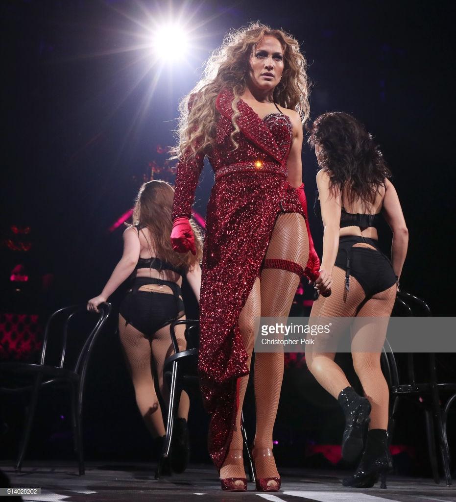 trang phục biểu diễn của Jennifer Lopez 15
