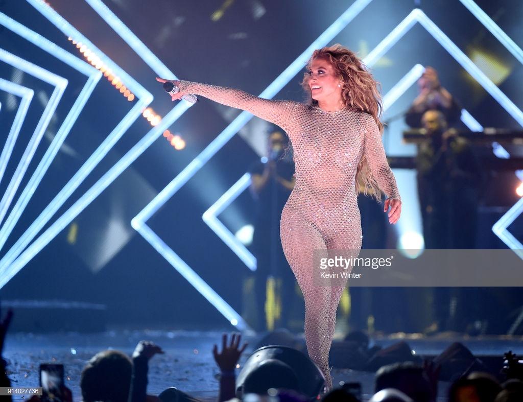 trang phục biểu diễn của Jennifer Lopez 16