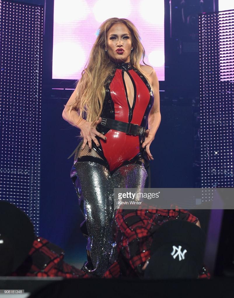 trang phục biểu diễn của Jennifer Lopez 18