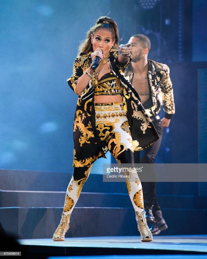 trang phục biểu diễn của Jennifer Lopez 19