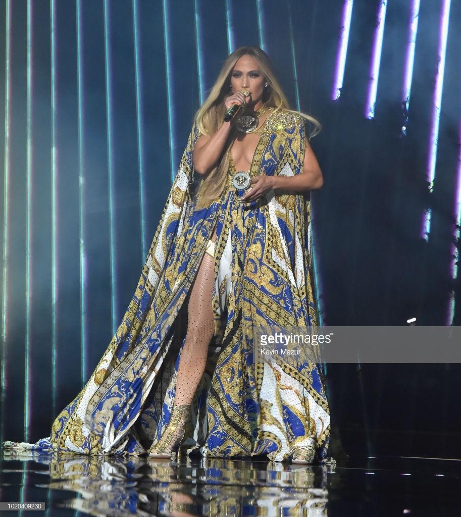 trang phục biểu diễn của Jennifer Lopez 3