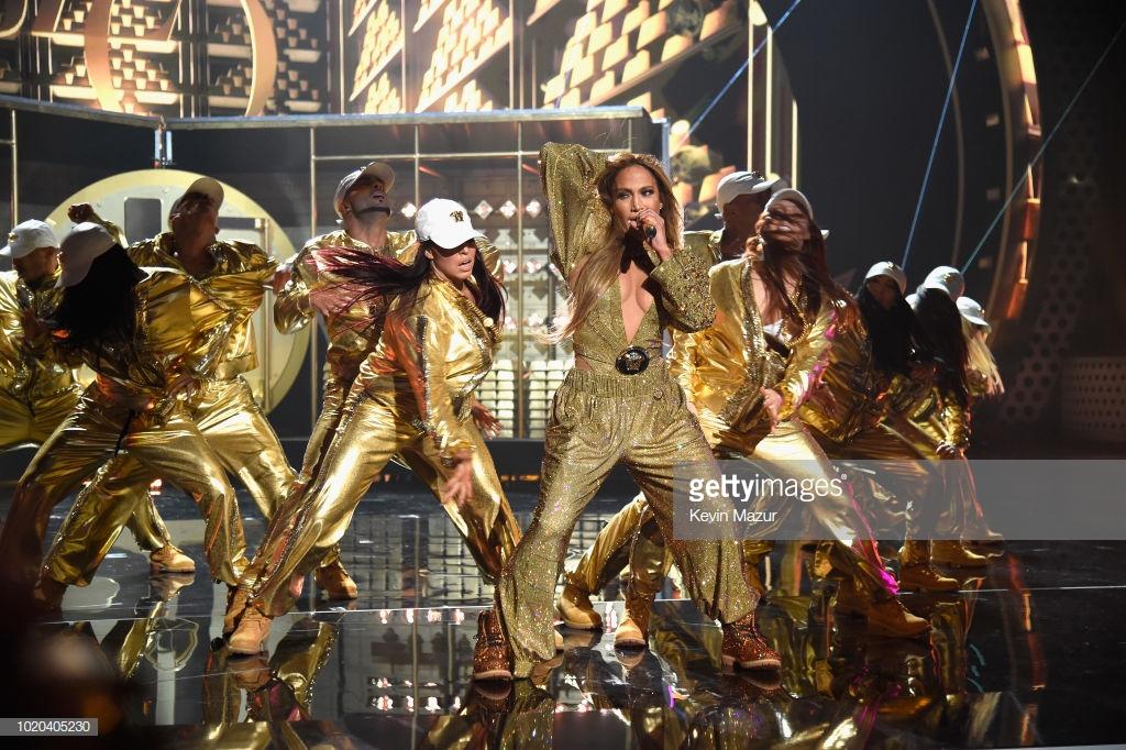 trang phục biểu diễn của Jennifer Lopez 5