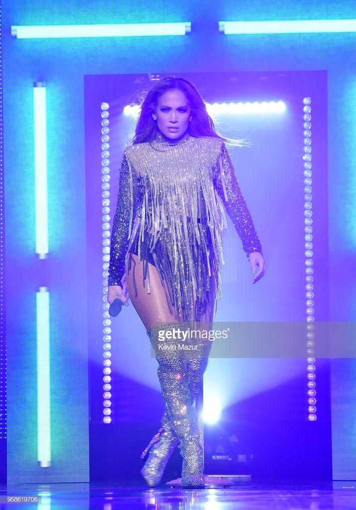 trang phục biểu diễn của Jennifer Lopez 6