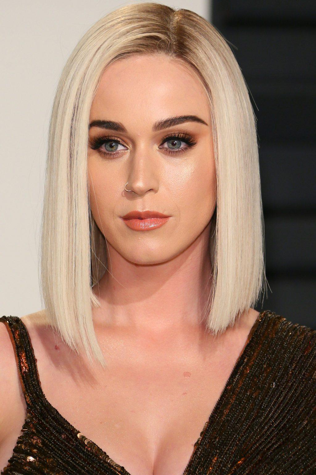 Nhuộm tóc màu bạch kim thế nào để thể hiện đúng bản chất Chanh Sả Quí Tộc