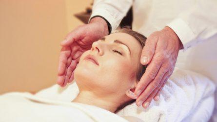 Video hướng dẫn cách massage mặt giúp da tươi trẻ và giảm bọng mắt