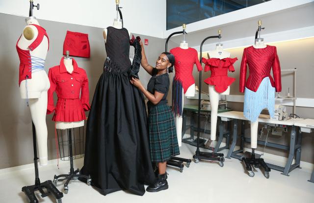 Nhà thiết kế trẻ tổ chức một show thời trang như thế nào? 1