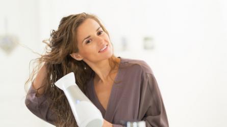 Sấy khô tóc có gây hư tổn như bạn vẫn nghĩ?