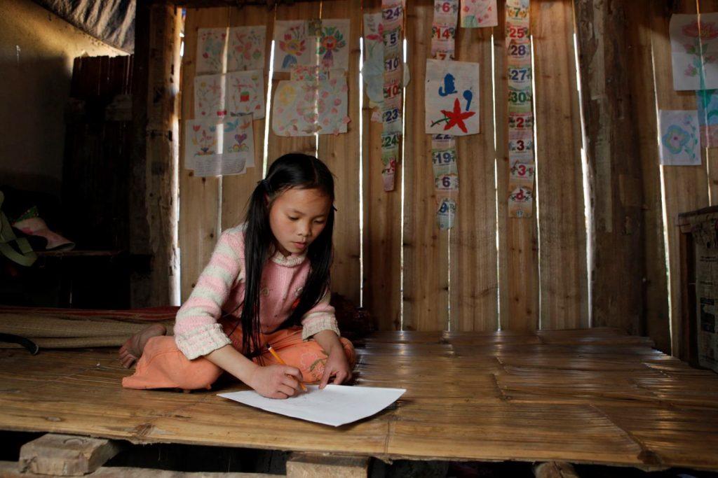 Với 3 tiếng này, ở những nơi khác, phụ nữ và trẻ em có thể sử dụng để học tập và làm việc để nâng cao chất lượng sống. (Ảnh: Plan)