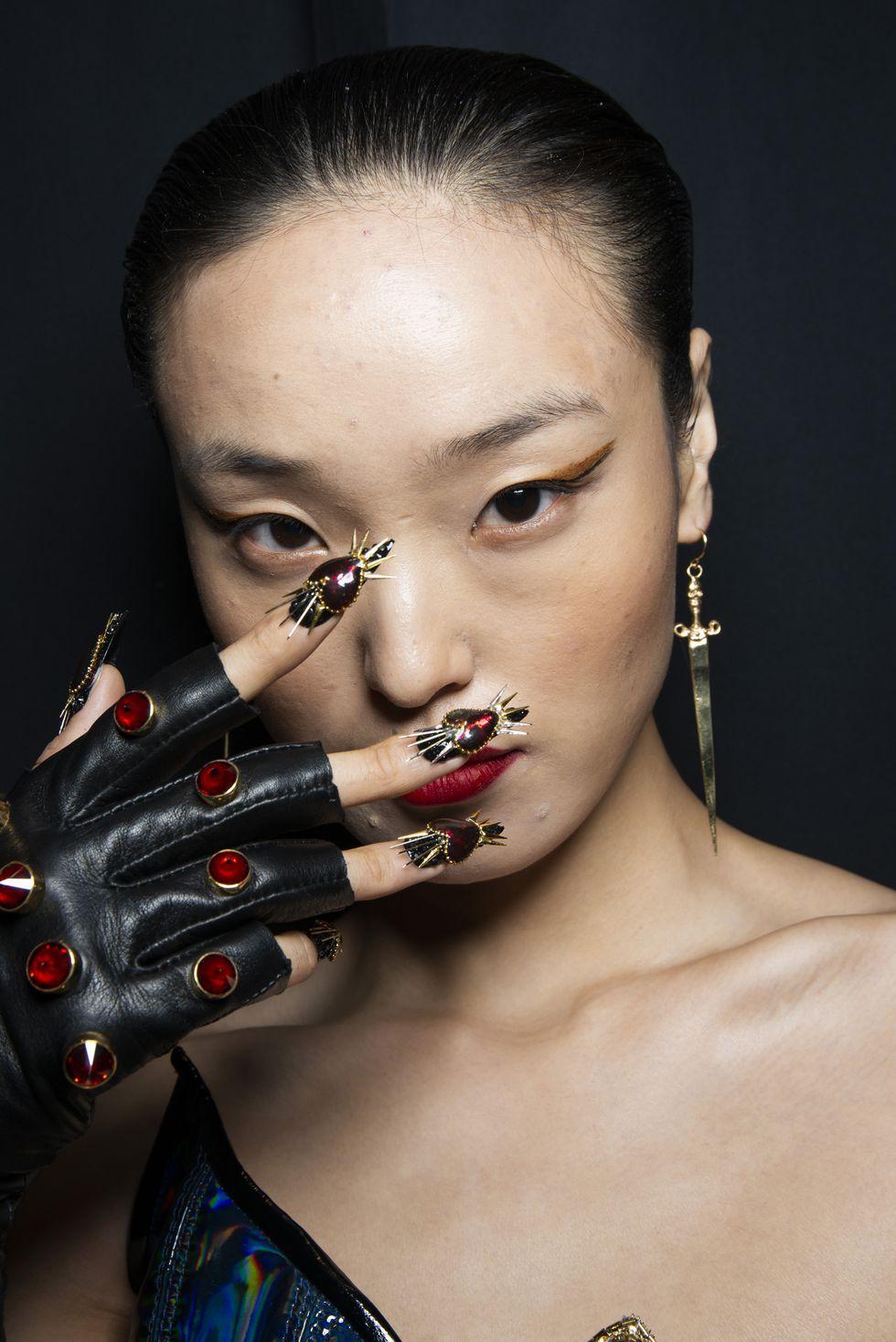 mẫu sơn móng tay tuần lễ thời trang new york xuân 2019 4