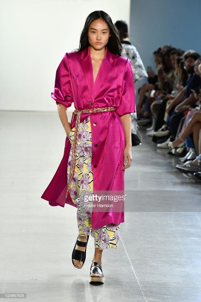 show thời trang toàn người mẫu châu Á7