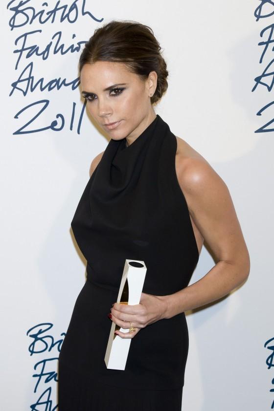 Victoria Beckham nhận được giải thưởng British Fashion Awards 2011