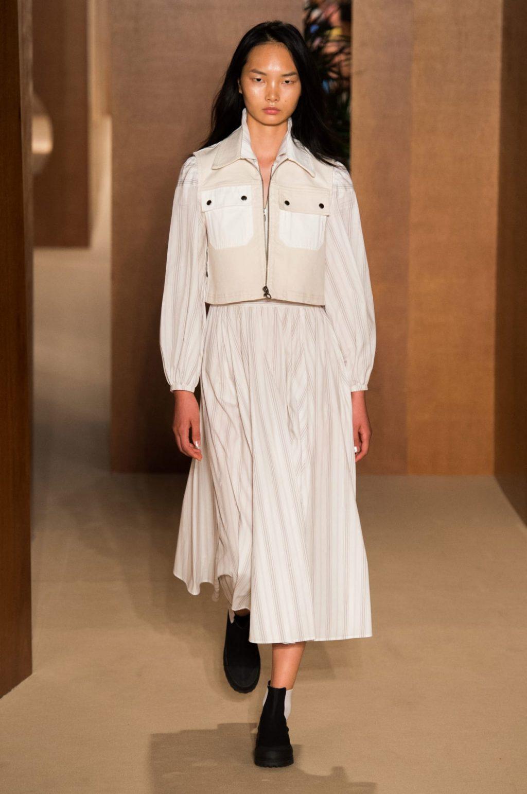 Alexa Chung lần đầu ra mắt BST trang phục sân bay tại Tuần lễ thời trang London 2019 5