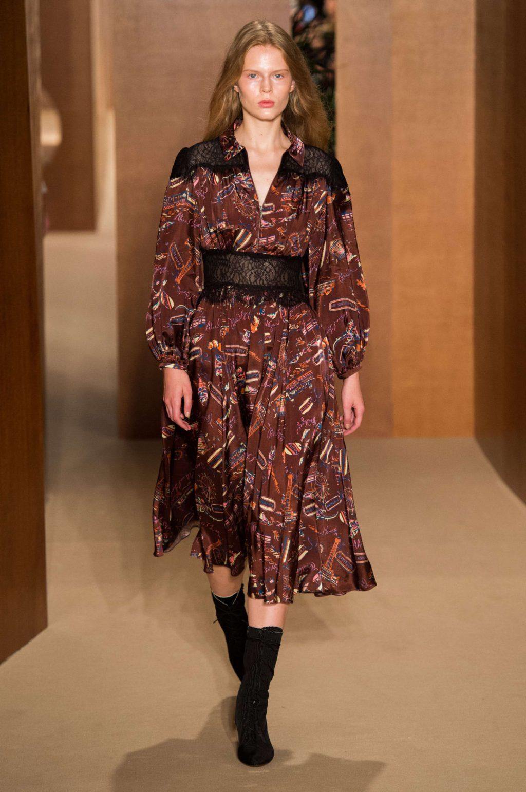 Alexa Chung lần đầu ra mắt BST trang phục sân bay tại Tuần lễ thời trang London 2019 7