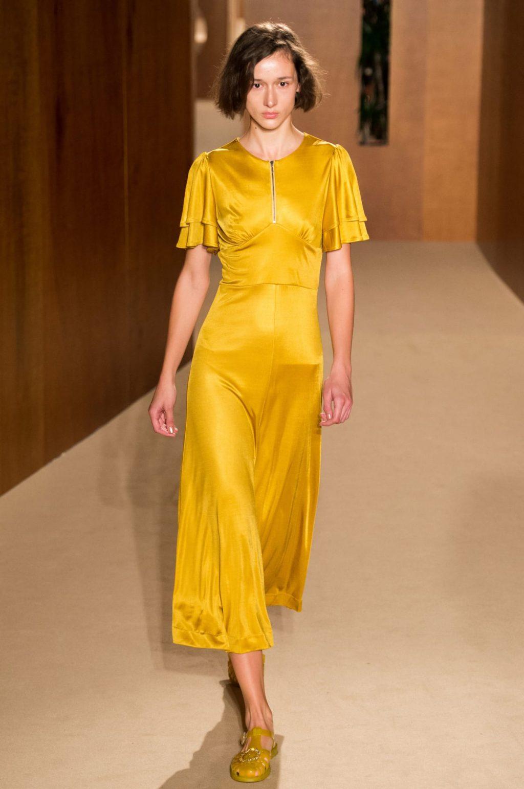 Alexa Chung lần đầu ra mắt BST trang phục sân bay tại Tuần lễ thời trang London 2019 9