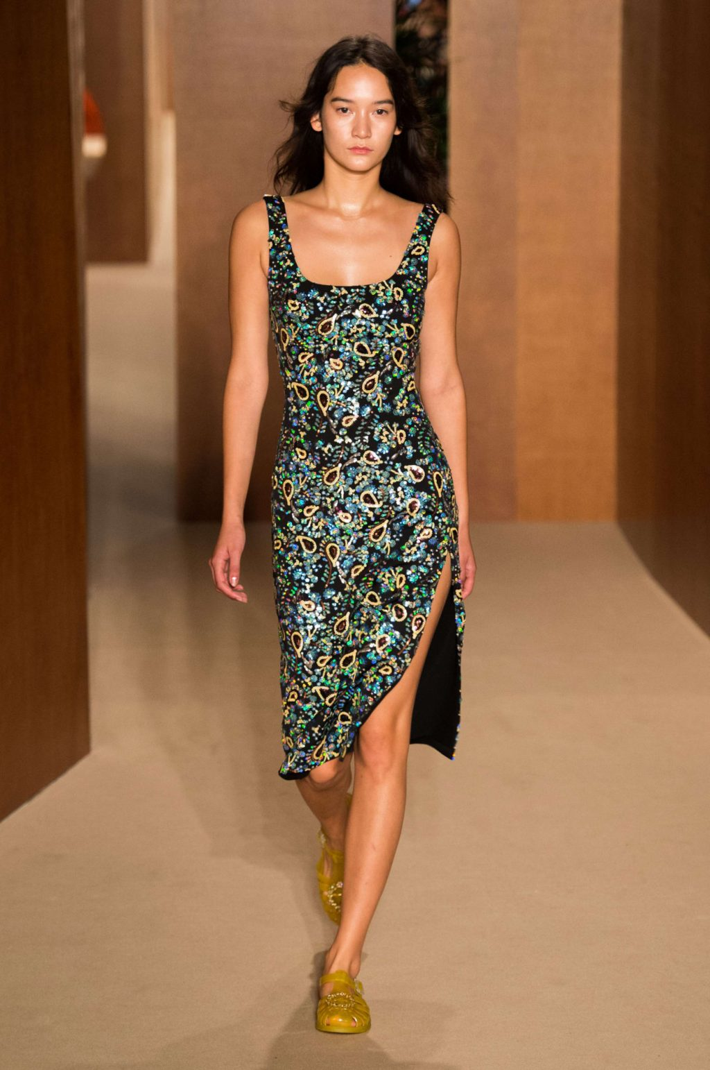 Alexa Chung lần đầu ra mắt BST trang phục sân bay tại Tuần lễ thời trang London 2019 6