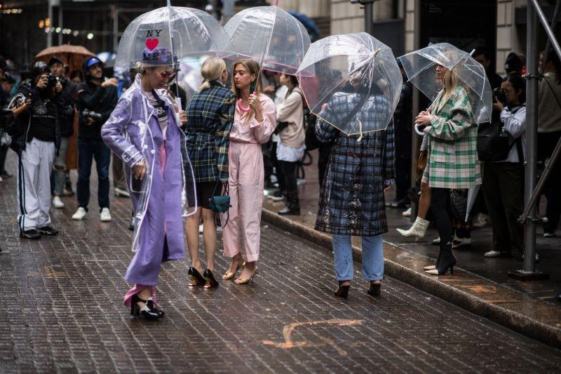 dù của nữ hoàng anh tuần lễ thời trang new york 1