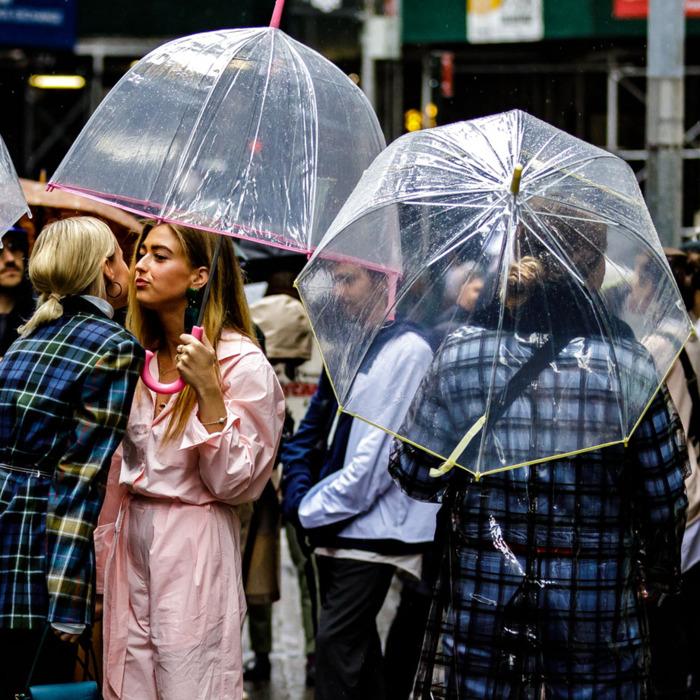 dù của nữ hoàng anh tuần lễ thời trang new york 5