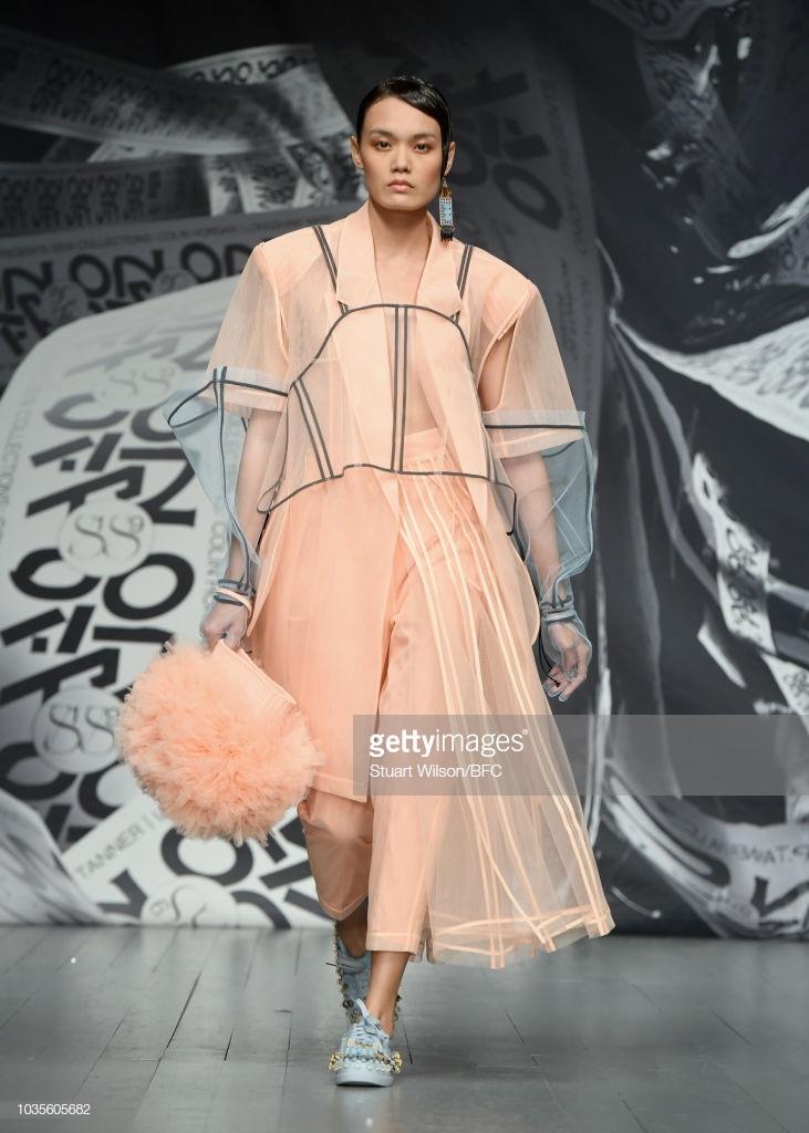dấu ấn tuần lễ thời trang london 2019 2