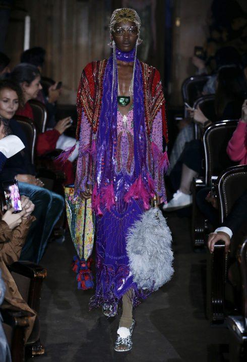 Gucci tung ra nhiều thiết kế túi, từ túi lông đến túi tote đơn giản.<br/>Bộ sưu tập Gucci Xuân - Hè 2019 10