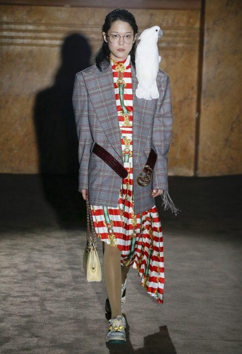 Phụ kiện thắt lưng biến tấu chất liệu da khiến nhiều người yêu thời trang trẻ thích thú.<br/>bộ sưu tập Gucci Xuân - Hè 2019 3