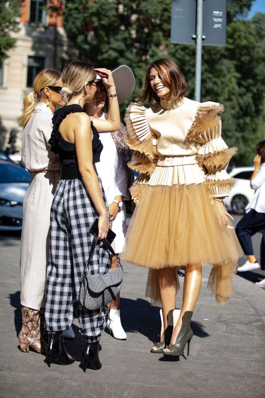 street style tuần lễ thời trang Milan chi tiết phóng đại 2