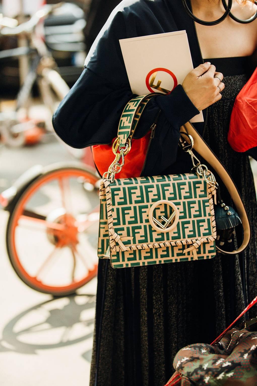 street style tuần lễ thời trang Milan phụ kiện 6