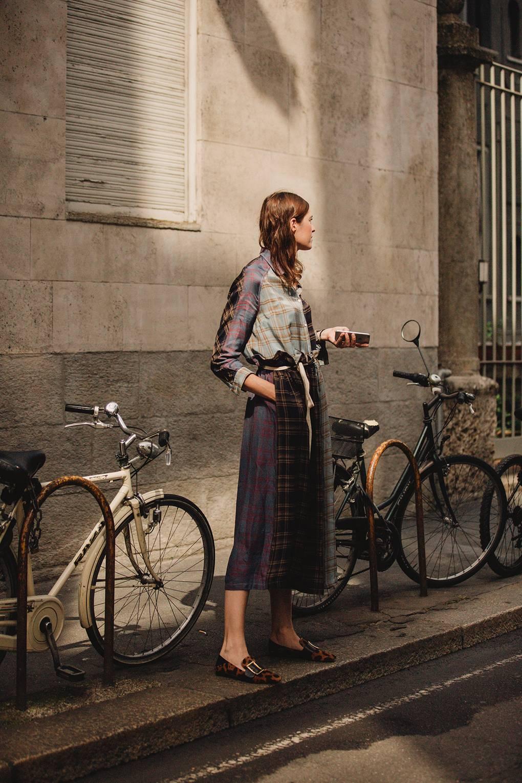 street style tuần lễ thời trang Milan họa tiết 1