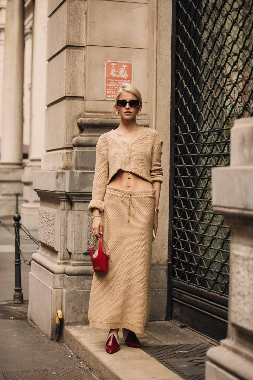 street style tuần lễ thời trang milan màu trung tính 1