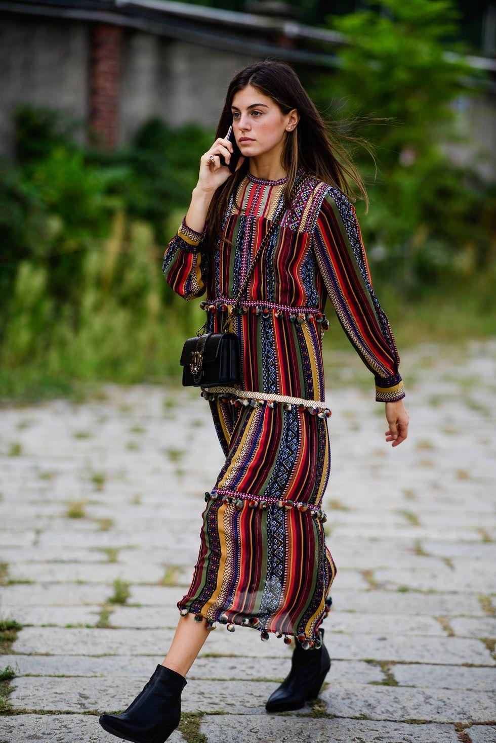 street style tuần lễ thời trang Milan họa tiết 10