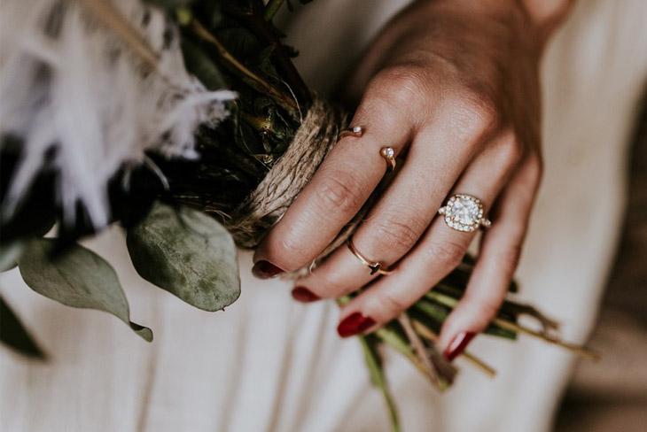 Mê mẫn với 10 kiểu móng tay đẹp cho ngày cưới 03