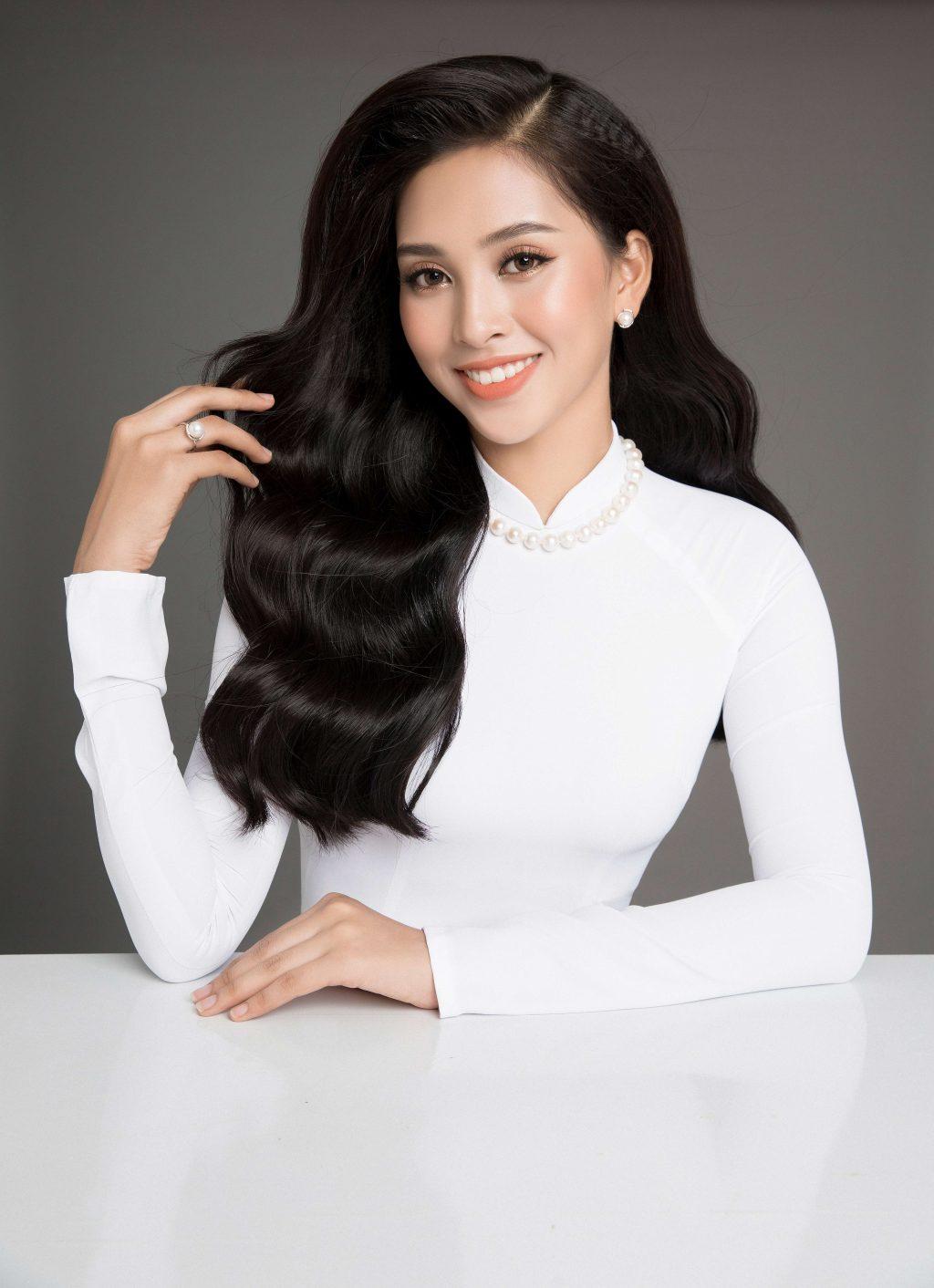 hoa hậu Trần Tiểu Vy cùng trang sức ngọc trai 7