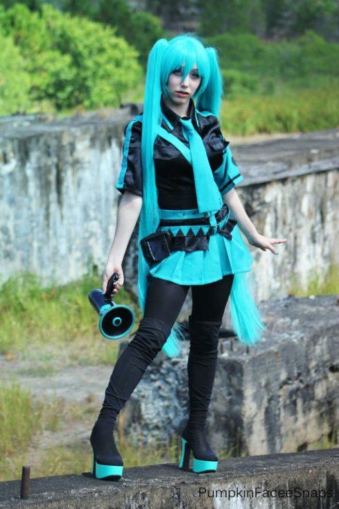 Cosplay - Kiểu ăn mặc giống các nhân vật yêu thích trong phim hoạt hình, Manga, Anime hoặc trò chơi máy tính. Ngày nay, kiểu mặc này đã phổ biến khắp thế giới và cũng là trào lưu ở Việt Nam. (Ảnh: eviantart.com)<br/>thời trang Harajuku 6