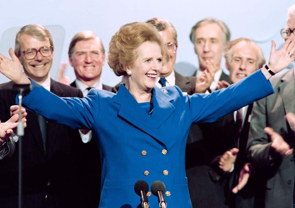 Margaret Thatcher trong bộ skirt suit