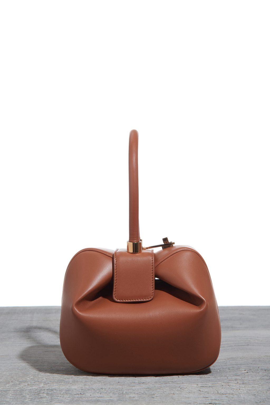Thiết kế túi Nina màu Cognac của Gabriela Hearst