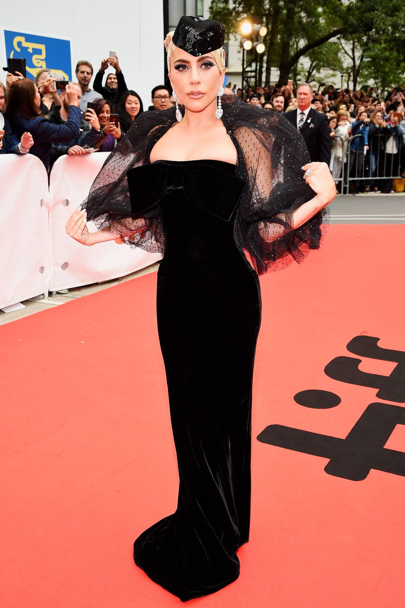 thời trang thảm đỏ Lady Gaga 18