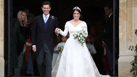 Váy cưới của Công chúa Eugenie để lộ vết sẹo đáng nhớ với thông điệp ý nghĩa