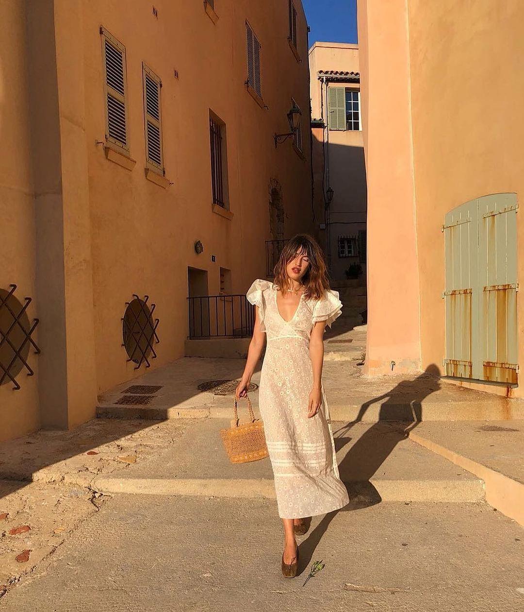 phong cách thời trang parisian cùng váy trắng