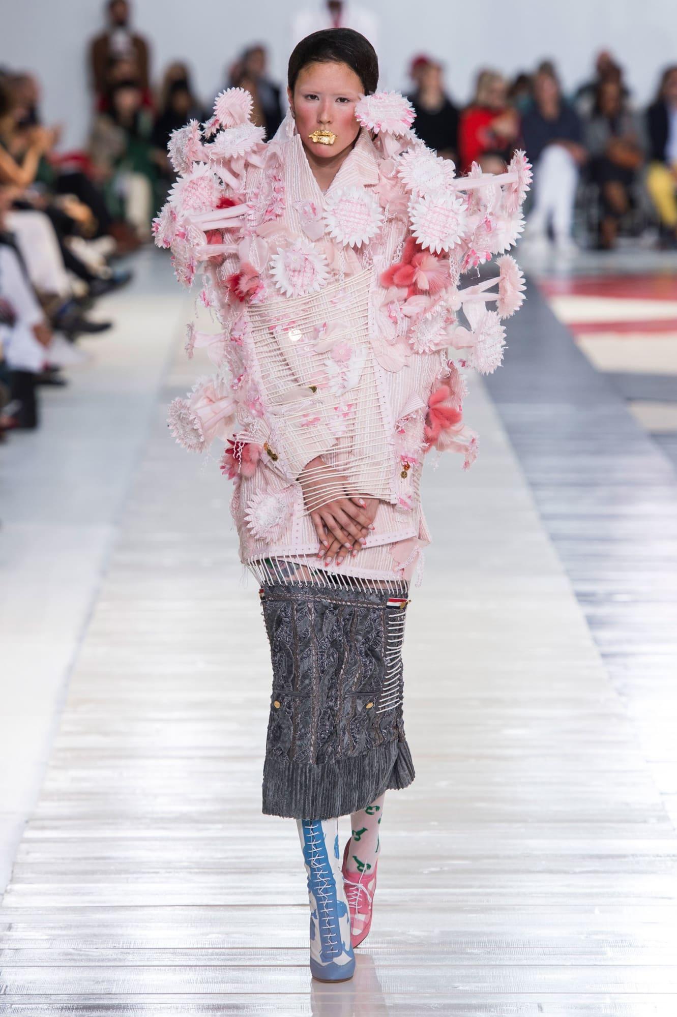 Sự gợi cảm của người mẫu nữ trên sàn diễn thời trang