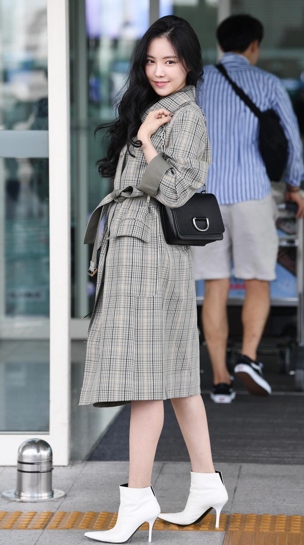 Xu hướng thời trang sân bay sao Hàn mùa Thu 13