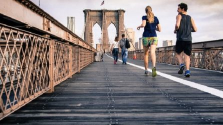 Lí do vì sao đi bộ sau bữa ăn là điều tuyệt vời cho sức khỏe của bạn