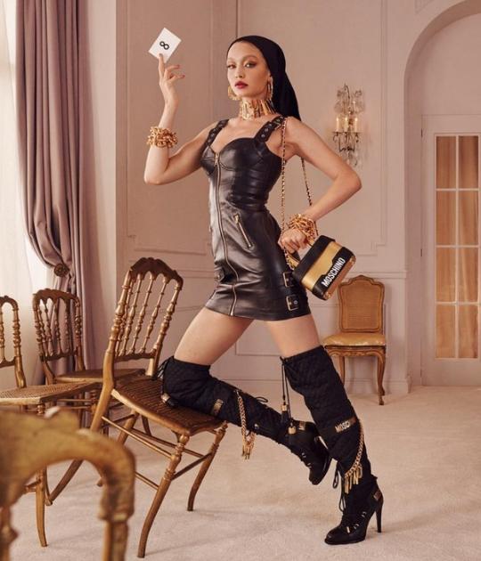 Gigi Hadid trong chiến dịch hợp tác H&M x Moschino (Nguồn: Moschino)