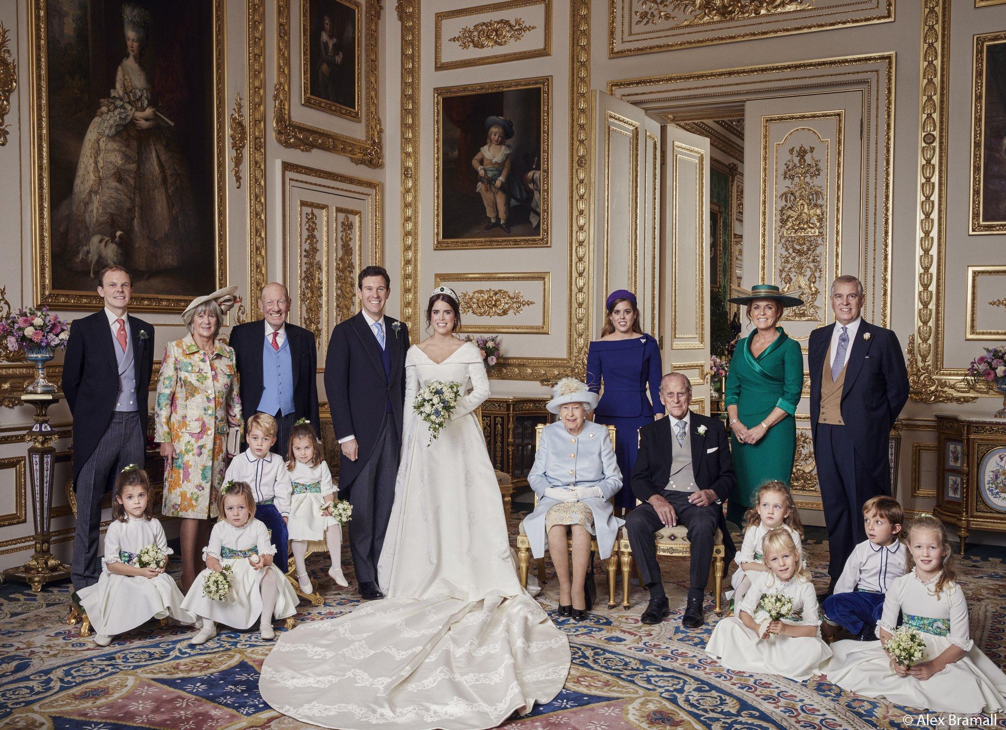 so sánh váy cưới của Công chúa Eugenie, Kate Middleton và Meghan Markle 12